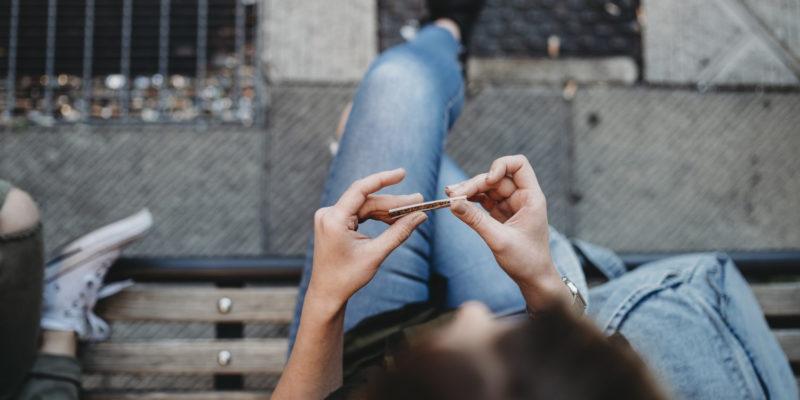 Kendertér - Áfát is lehetne csökkenteni a marihuána megadóztatásából - cigi tekeres 350773 800x400