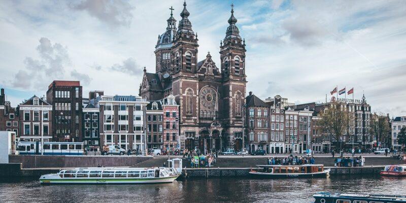Kendertér - Kannabisz-stop, szexturizmus-reform: milyen lesz Amszterdam a koronavírus után? - tim trad S80l8OMq0xA unsplash 800x400