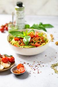 Kendertér - ganz unten Spaghetti Pesto vegan mit Hanfsamen 200x300